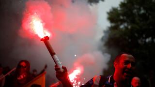 Συμπλοκές στο Παρίσι μεταξύ κουκουλοφόρων και αστυνομικών