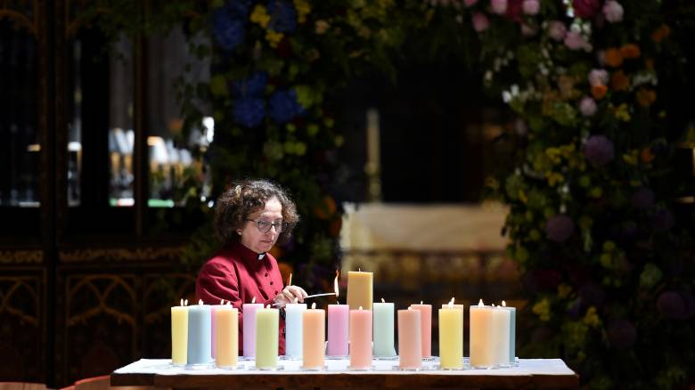 Μάντσεστερ: Ενός λεπτού σιγή για τα θύματα της τρομοκρατικής επίθεσης, έναν χρόνο μετά