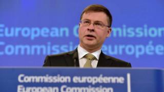 Ντομπρόβσκις: Αυτό που συζητείται είναι η σύνδεση της ελάφρυνσης χρέους με την ανάπτυξη