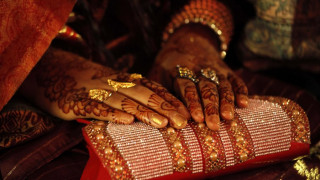 Βρετανία: Στη φυλακή μητέρα που εξανάγκασε την ανήλικη κόρη της να παντρευτεί στο Πακιστάν