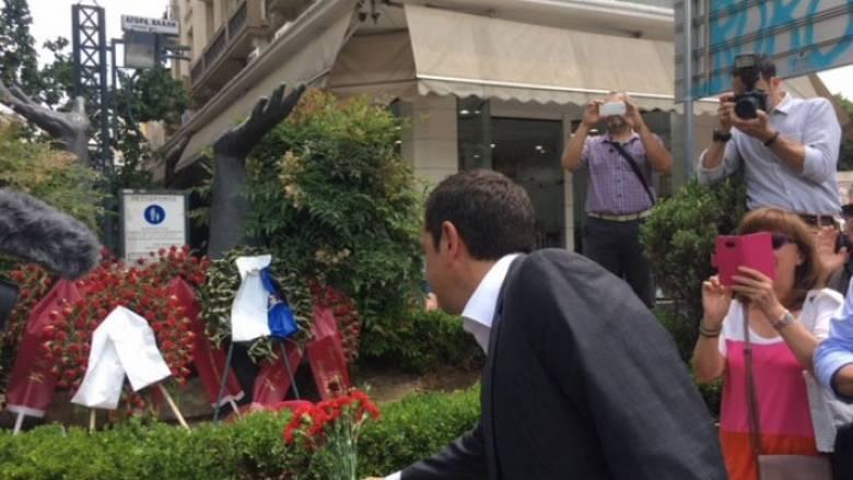 Στο μνημείο του Γρηγόρη Λαμπράκη ο πρωθυπουργός