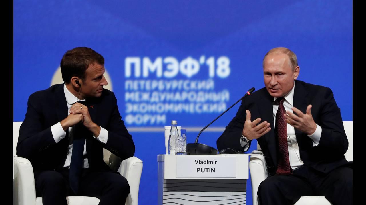 https://cdn.cnngreece.gr/media/news/2018/05/25/131643/photos/snapshot/2018-05-25T140440Z_319669858_RC19812DCDC0_RTRMADP_3_RUSSIA-ECONOMY-FORUM.jpg