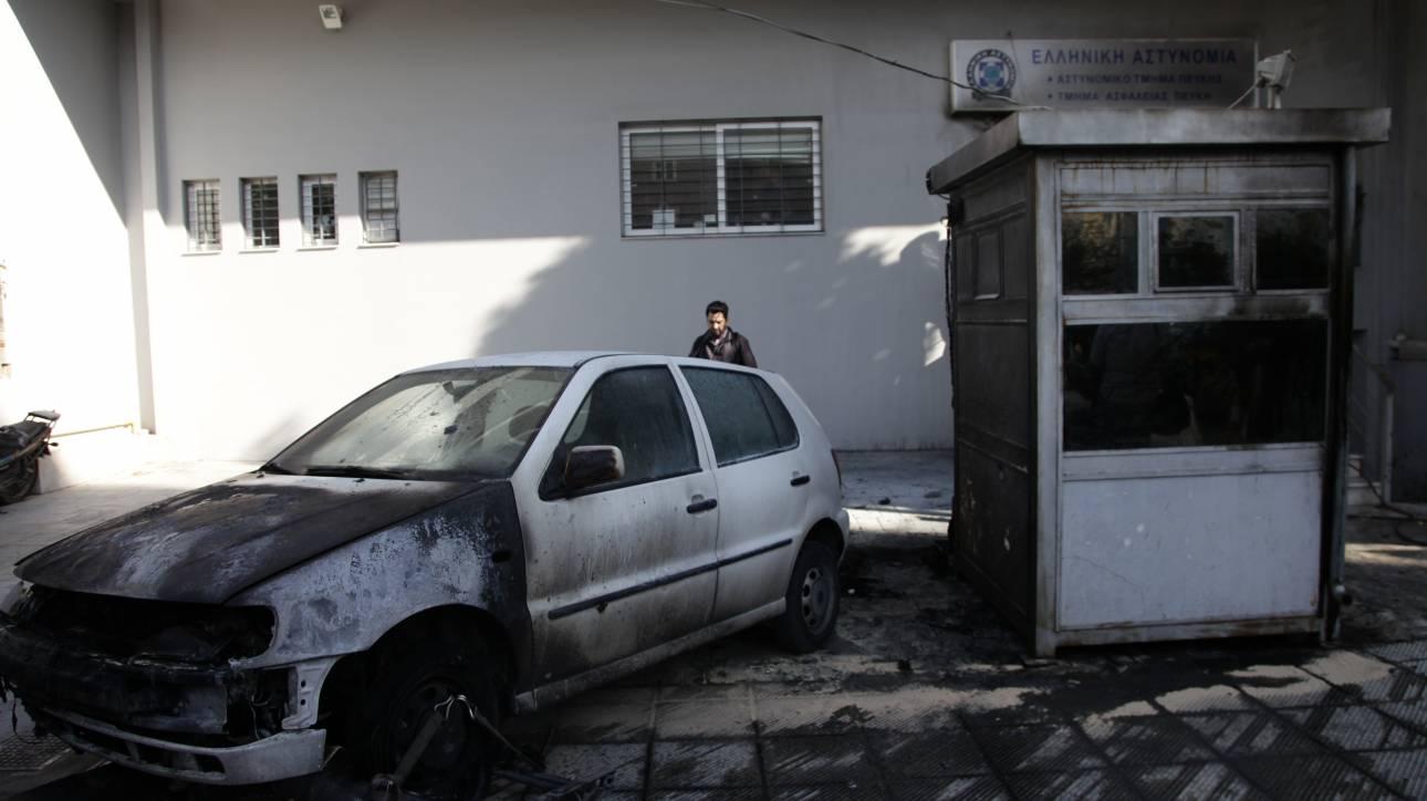 Άγνωστοι πυρπόλησαν κατασχεμένα οχήματα στο Α.Τ. Ασπροπύργου