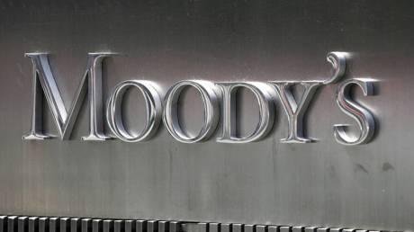Με υποβάθμιση απειλεί η Moody's την Ιταλία