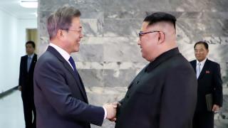 Έκτακτη συνάντηση των ηγετών Βόρειας και Νότιας Κορέας για τη διάσωση της Συνόδου με τον Τραμπ