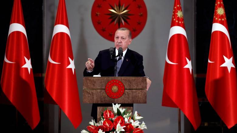 Ερντογάν: Αδέρφια μου, μετατρέψτε τα ευρώ και τα δολάριά σας σε τουρκικές λίρες