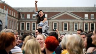 Μια «αθόρυβη» πλην θριαμβευτική επανάσταση: «Ναι» στις αμβλώσεις στην Ιρλανδία