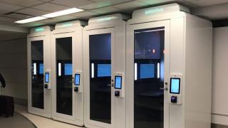 Οι περίεργες «καμπίνες» που εμφανίστηκαν σε αεροδρόμιο της Νέας Υόρκης