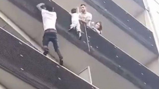 Παράτυπος μετανάστης από το Μάλι ο ήρωας που σκαρφάλωσε στον 4ο όροφο για να σώσει 4χρονο