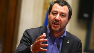 Σαλβίνι: Μόνο αν δεχθεί την αλλαγή των ευρωπαϊκών κανόνων θα συμμαχήσω με τον Μπερλουσκόνι
