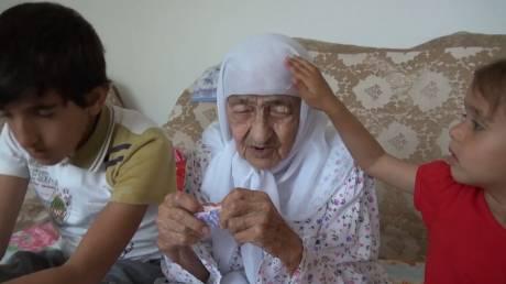 Η γηραιότερη γυναίκα στον κόσμο μοιράζεται τη σοφία των 129 χρόνων της