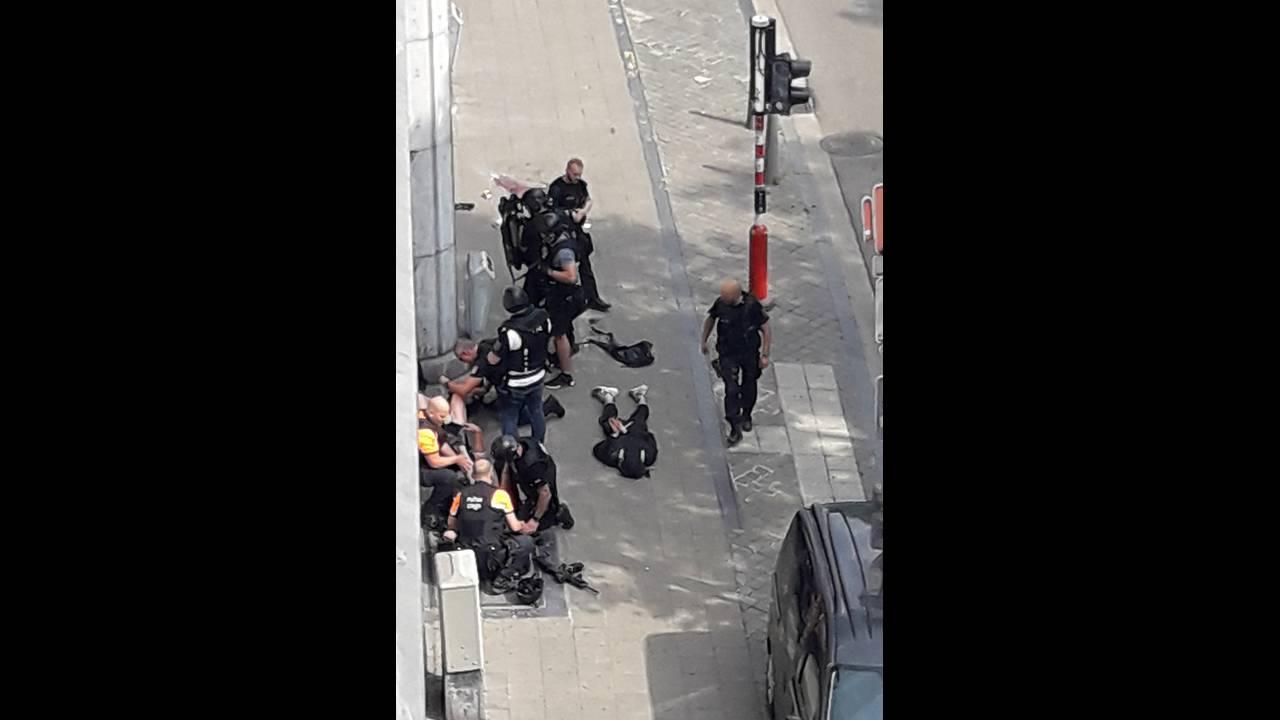 https://cdn.cnngreece.gr/media/news/2018/05/29/132070/photos/snapshot/2018-05-29T114530Z_1739497964_RC1AE957FDB0_RTRMADP_3_BELGIUM-SHOOTING.jpg