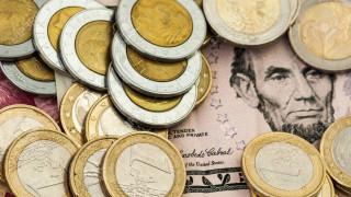 Στα χαμηλότερα επίπεδα των τελευταίων 10 μηνών το ευρώ