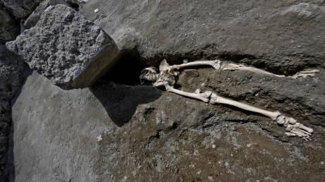 Πομπηία: Γλίτωσε από τη λάβα αλλά όχι από τον βράχο