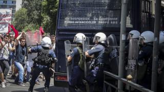 Πορεία ΓΣΕΕ-ΑΔΕΔΥ: Ένταση, χημικά και πετροπόλεμος στο κέντρο της Αθήνας (pics)