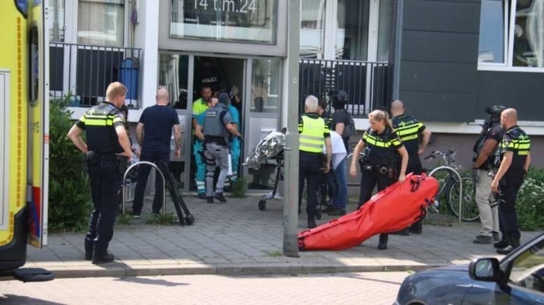 Τρόμος στην Ολλανδία: Αστυνομικοί «εξουδετέρωσαν» άνδρα που κρατούσε τσεκούρι