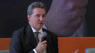 Κοστέλο: Οι Ευρωπαίοι να τηρήσουν τις δεσμεύσεις για την ελάφρυνση του χρέους