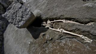 Ο πιο άτυχος κάτοικος της Πομπηίας: Γλίτωσε από τη λάβα αλλά όχι από τον βράχο