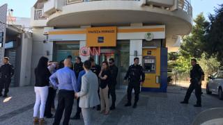 Ληστεία με βαριοπούλες σε τράπεζα στη Λυκόβρυση (pics)