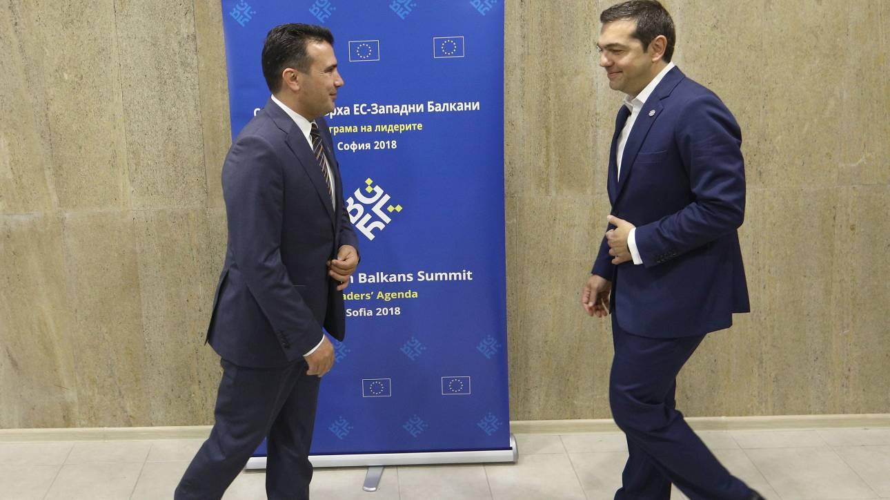 Σκοπιανό: Η τηλεφωνική επικοινωνία Τσίπρα - Ζάεφ κρίνει τα επόμενα βήματα