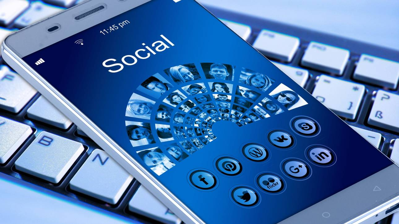 Καταρρέει η παντοκρατορία του Facebook - Ποια social media προτιμούν πλέον οι έφηβοι