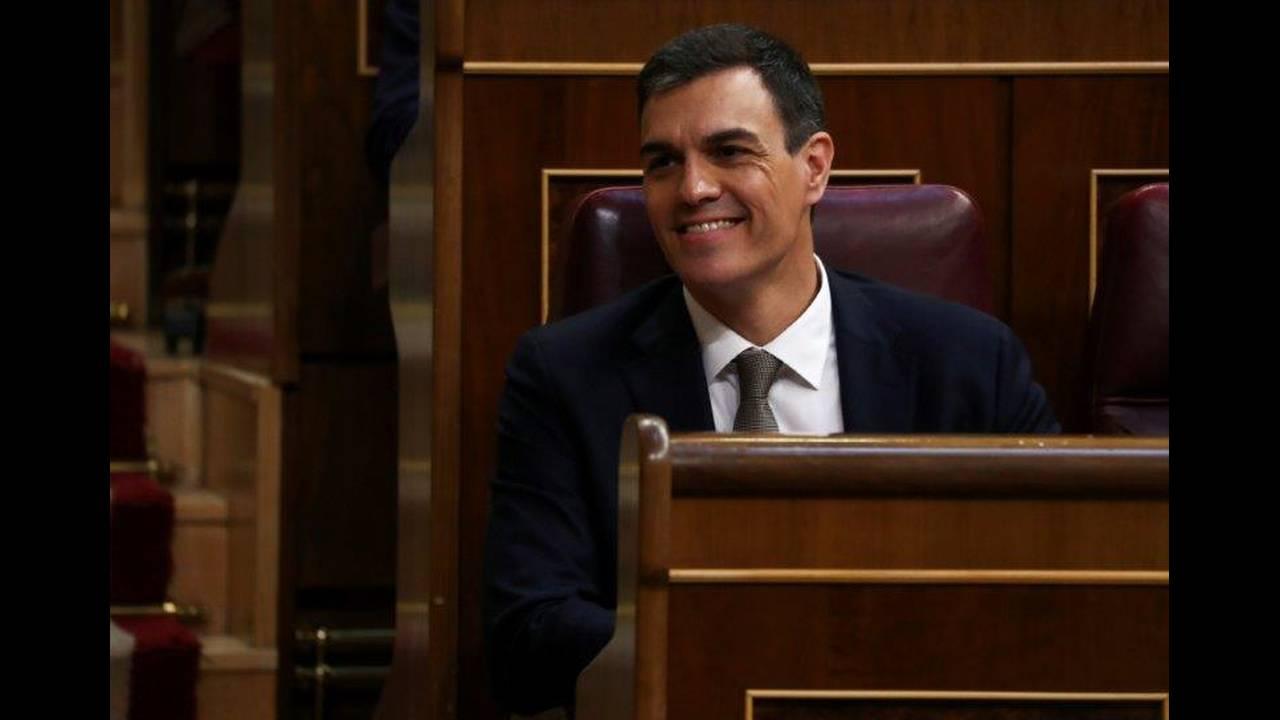 https://cdn.cnngreece.gr/media/news/2018/06/01/132427/photos/snapshot/2018-05-31T100409Z_1119461377_RC12D6284080_RTRMADP_3_SPAIN-POLITICS.jpg