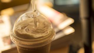 Στην Ελλάδα καταναλώνουμε 300 εκατ. πλαστικά ποτήρια το χρόνο μόνο για τον καφέ μας