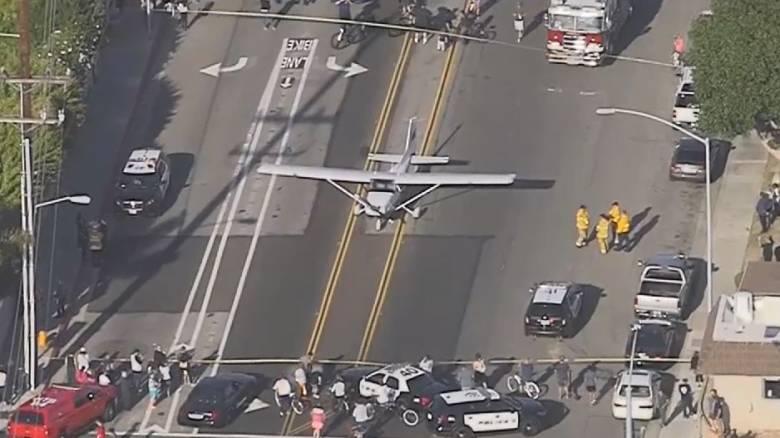 Πιλότος στην Καλιφόρνια προσγείωσε επιτυχώς αεροπλάνο… στον δρόμο