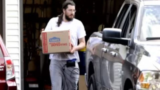 Οι γονείς νίκησαν: Έφυγε από το σπίτι του ο 30χρονος Μάικλ Ροτόντο