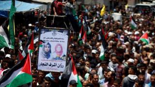 Χιλιάδες κόσμου στην κηδεία της Παλαιστίνιας νοσοκόμας - Κατακραυγή κατά του Ισραήλ