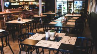 Σάλος στις ΗΠΑ από τη στάση εστιατορίου απέναντι σε παιδάκι χωρίς χέρια