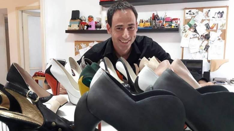 Κόμπι Λεβί: Ο εκκεντρικός σχεδιαστής υποδημάτων εμπνέεται από το τσαρούχι