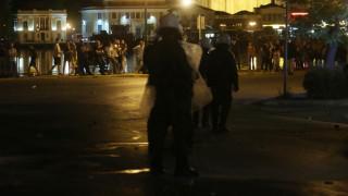 Θεσσαλονίκη: Η στιγμή που οι αστυνομικοί βγαίνουν από την καμένη κλούβα