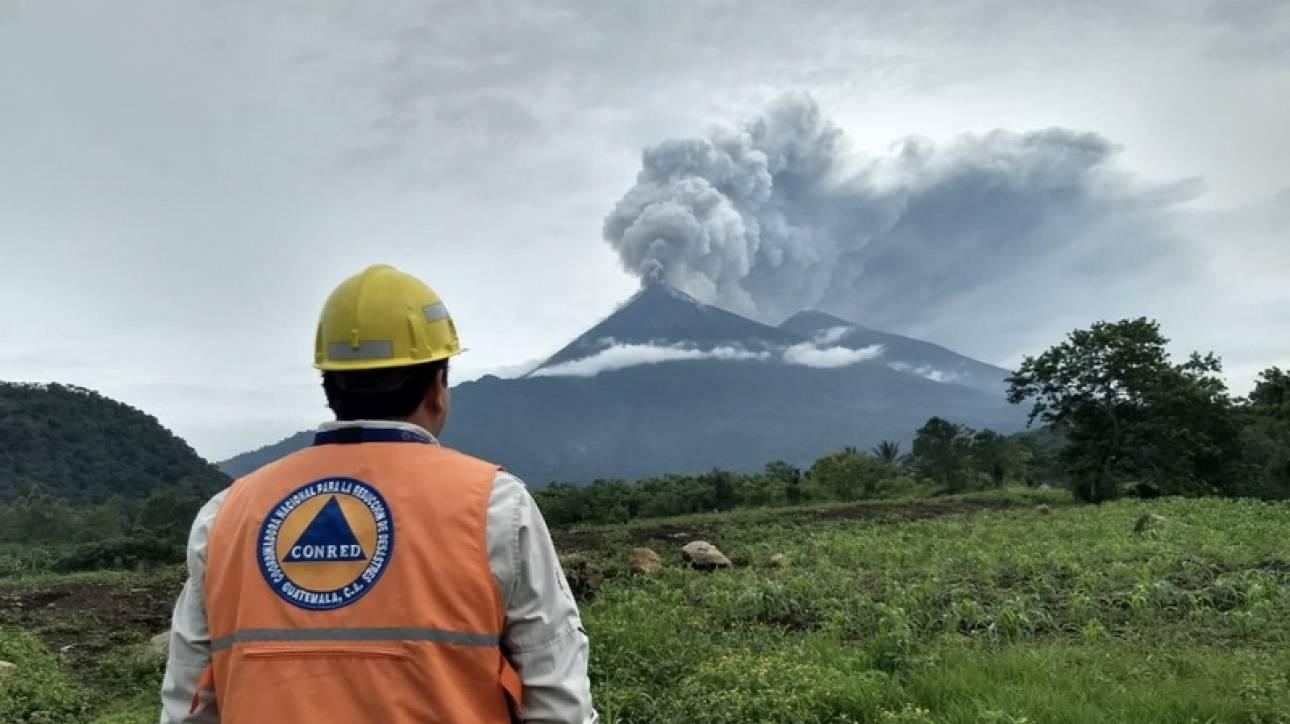 Γουατεμάλα: To ηφαίστειο Fuego «ξύπνησε» και σκορπάει το θάνατο