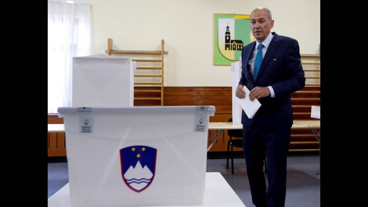 https://cdn.cnngreece.gr/media/news/2018/06/04/132792/photos/snapshot/2018-06-03T000000Z_1153395267_RC1A76C260F0_RTRMADP_3_SLOVENIA-ELECTION.jpg