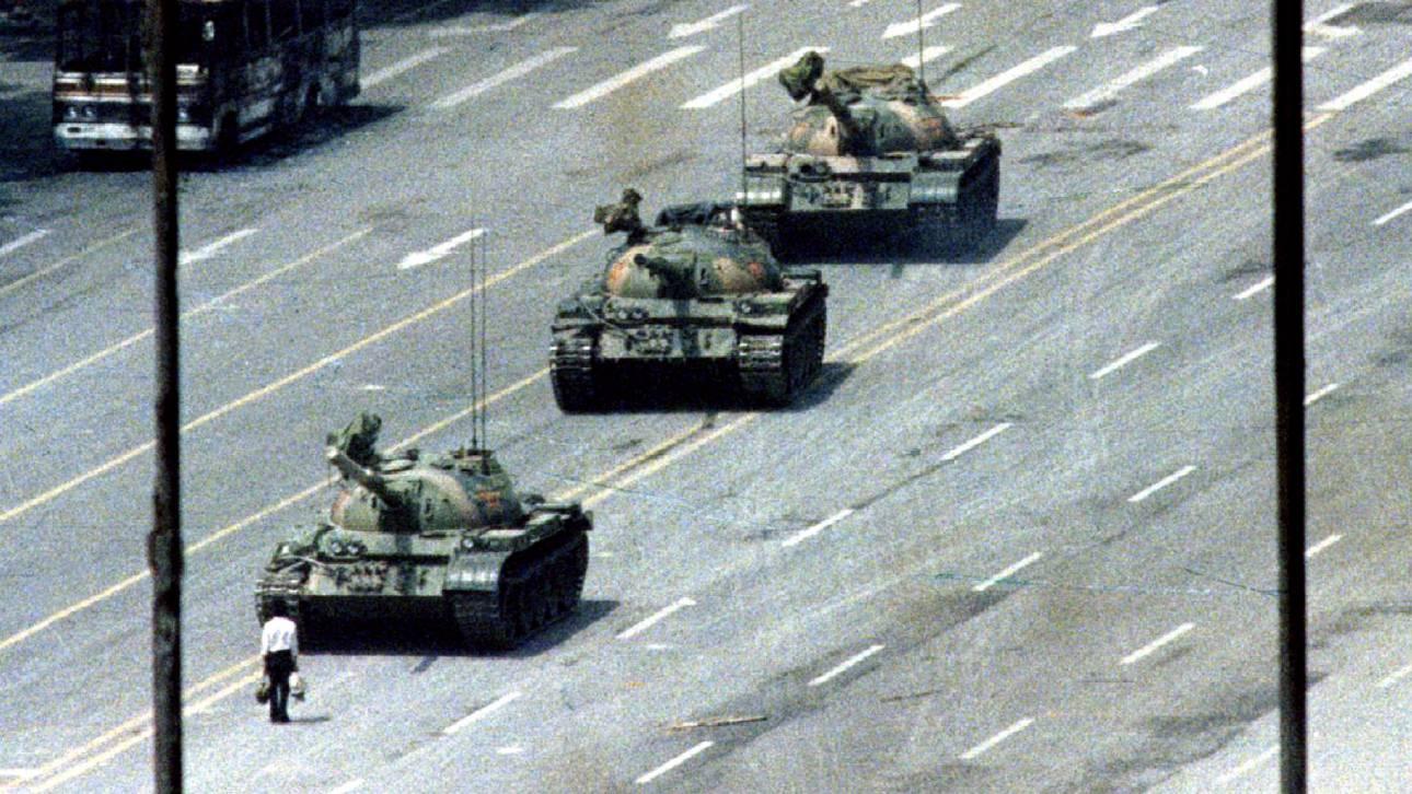 #Tankman2018: 29 χρόνια μετά, οι Κινέζοι τιμούν τον ήρωα της πλατείας Τιενανμέν