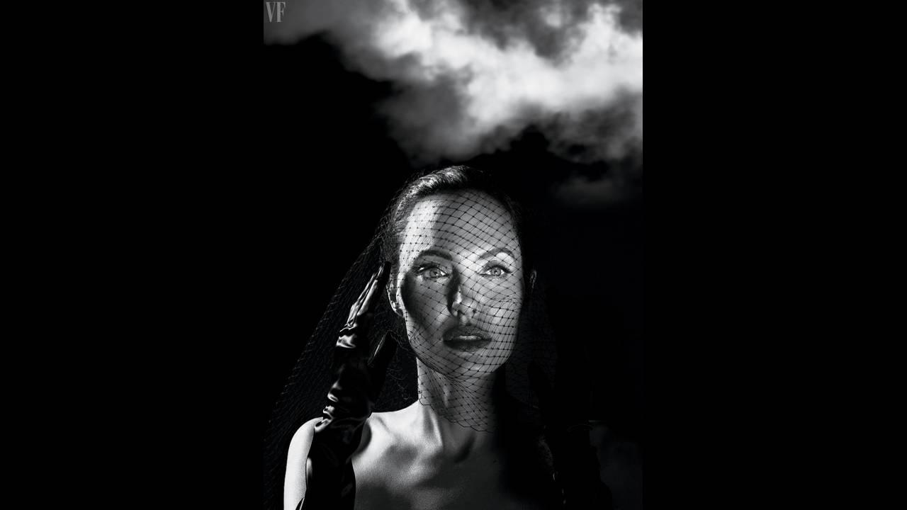 https://cdn.cnngreece.gr/media/news/2018/06/04/132850/photos/snapshot/angelina-jolie-vf-0917-cover-ss01.jpg