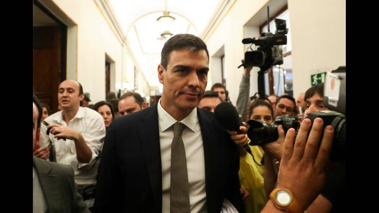 https://cdn.cnngreece.gr/media/news/2018/06/04/132886/photos/snapshot/2018-05-31T112922Z_1309900217_RC16F27ED9F0_RTRMADP_3_SPAIN-POLITICS.jpg