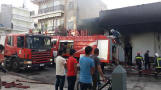 Φωτιά σε βιοτεχνία στο Περιστέρι-Καίγονται παρακείμενα σπίτια