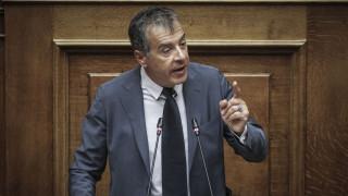 Θεοδωράκης: Να αναρωτηθούμε αν με τη στάση μας δίνουμε τα Σκόπια «πακέτο» στους Τούρκους