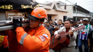 Γουατεμάλα: Ζωντανό ανασύρθηκε ένα μωρό μέσα από τα συντρίμμια