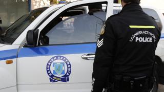 Συνελήφθη 57χρονη που εξαπατούσε πολίτες τάζοντας θέσεις σε πρεσβείες