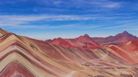 Αυτό το βουνό στο Περού μοιάζει με «Ουράνιο τόξο»