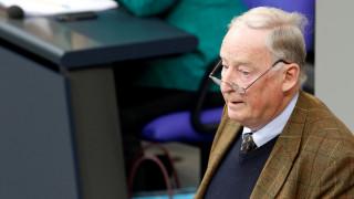 Γερμανία: Έκλεψαν τα ρούχα του προέδρου του AfD και τον άφησαν με το… μαγιό