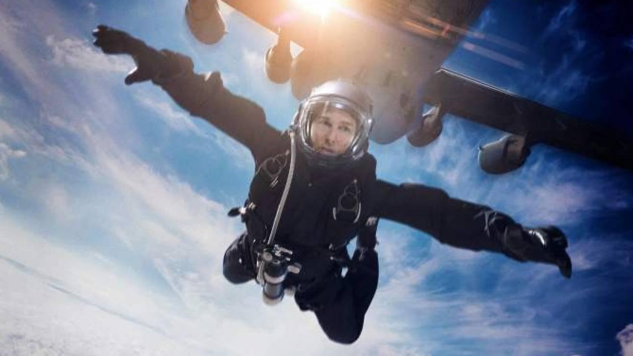 Toμ Κρουζ: ο πρώτος ηθοποιός που βούτηξε από 25.000 πόδια ύψος στο κενό (vid)