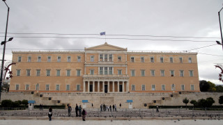 Ποιες αδυναμίες βλέπει στα δημοσιονομικά το Γραφείο Προϋπολογισμού της Βουλής
