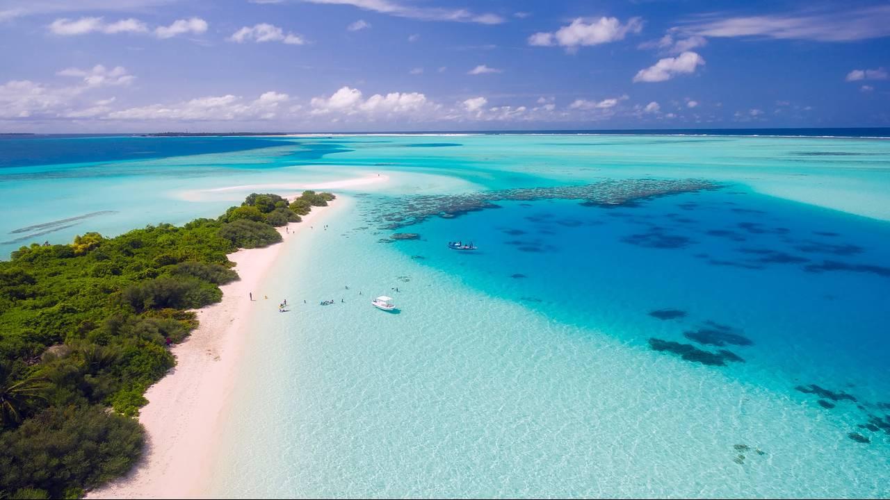 https://cdn.cnngreece.gr/media/news/2018/06/08/133426/photos/snapshot/maldives-1993704_1920.jpg