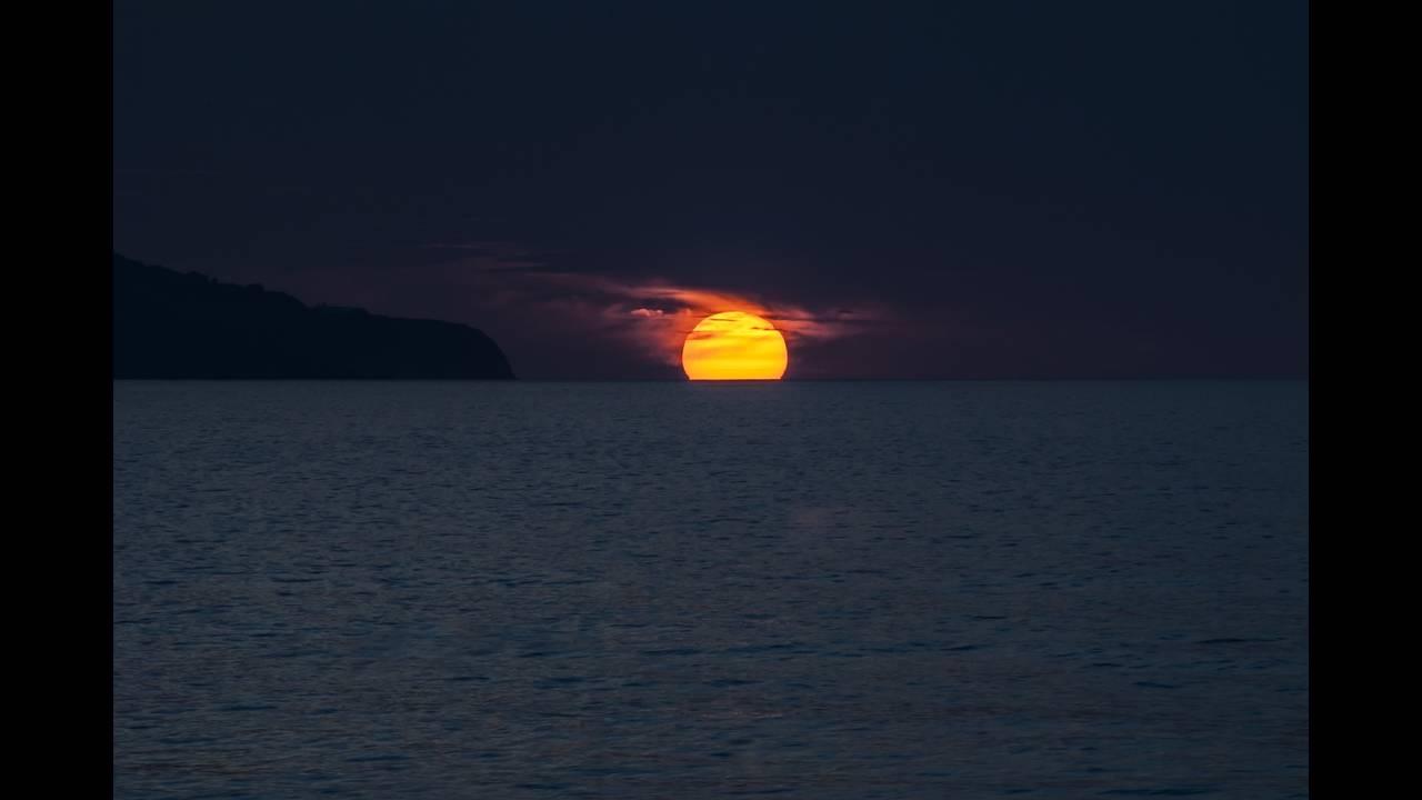 https://cdn.cnngreece.gr/media/news/2018/06/08/133426/photos/snapshot/sunset-1651878_1920.jpg