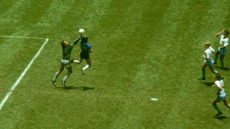 Παγκόσμιο Κύπελλο: Το «χέρι του Θεού» και το «γκολ του αιώνα» με... υπογραφή Μαραντόνα