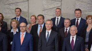 Οι συναντήσεις Καμμένου με ομολόγους του στο περιθώριο της άτυπης Συνόδου του ΝΑΤΟ